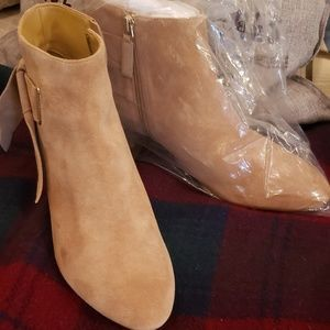 New Talbots camel beige suede low boots